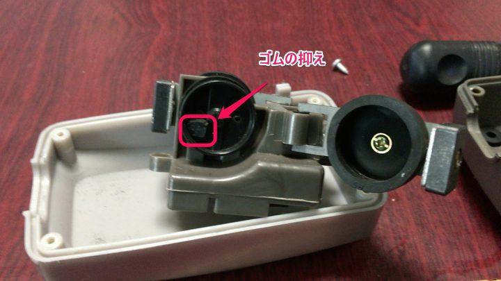 ダイヤフラム内の弁を掃除する