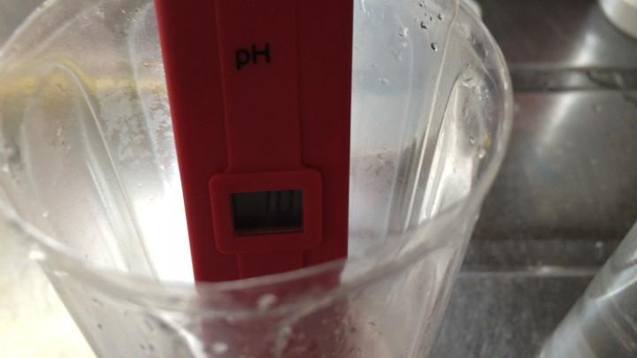 精製水のpH